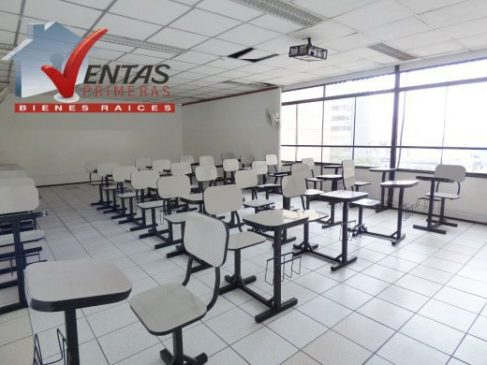 ACADEMIA LOCAL COMERCIAL EN MIRAFLORES LIMA PERU AVENIDA PRINCIPAL